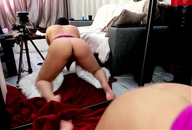 Perfect latina milf shaking her huge ass and huge boobs